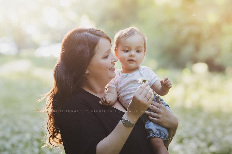 Marion mit ihrer Tochter, fotografiert von Thomas Krüger