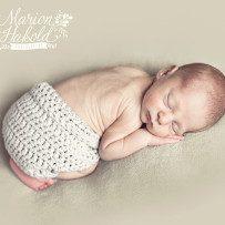 Philip mit 8 Tagen, huebscher kleiner Junge – Neugeborenenshooting in Oberboihingen