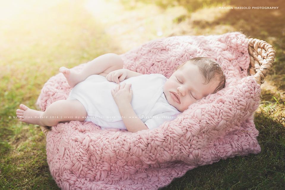 13-Babybauchfotos_und_Neugeborenenfotos_Esslingen