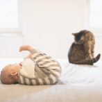 Baby Josi übt die Seitwärtsrolle – Mini-Lifestyle-Bildreportage mit meiner kleinen Tochter