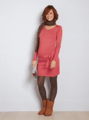 Figurbetonende Kleider eignen sich besonders gut um den Babybauch in Szene zu setzen (Quelle www.vertbaudet.de)