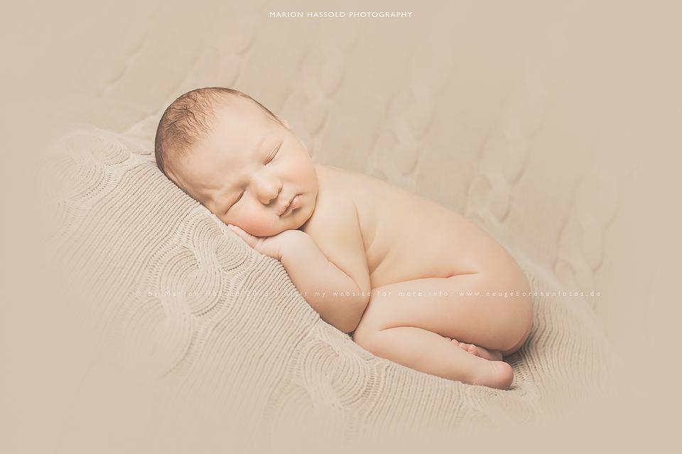 22-Babybauchfotos_und_Neugeborenenfotos_Esslingen