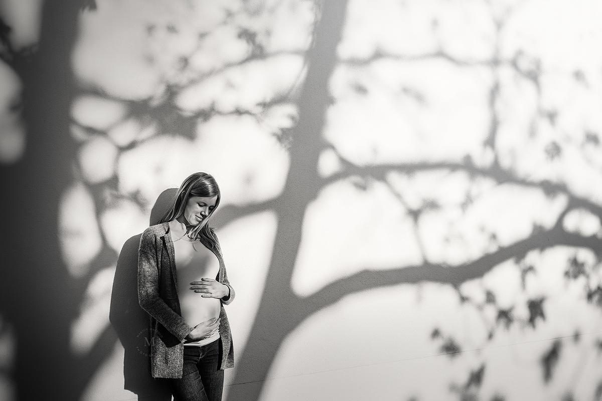 Babybauchbild in Schwarz-Weiß